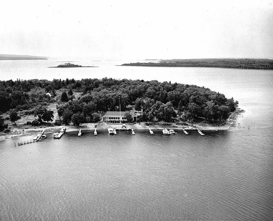 Harbour Island from the air in the 1960s.
